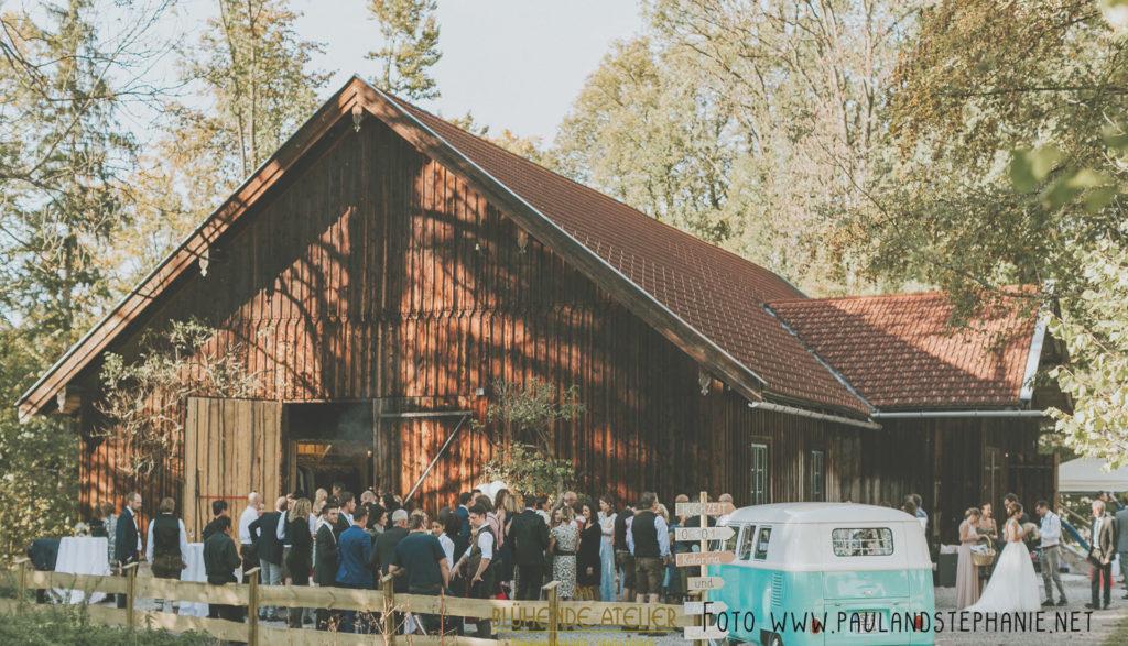 Eventscheune, Wallenburg, Miesbach, Hochzeitsdekoration, Tischdekoration, Brautstrauß, Dekorationskonzepte
